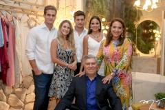 Ravi Macedo, Bruna Magalhães, Omar Macedo, Fernanda Levy, Patricia e Amarilio Macedo