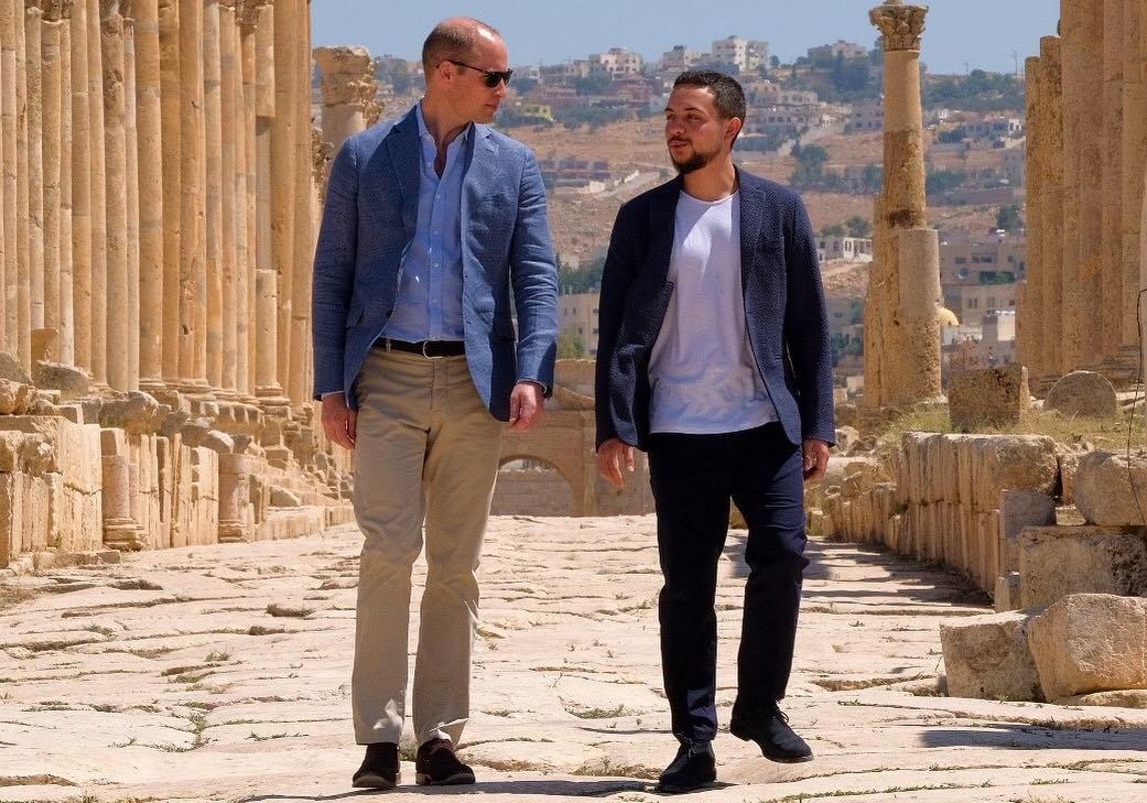 Príncipe William visita Jordânia e se reúne com crianças sírias e jordanianas