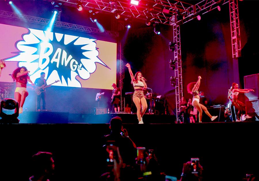 Anitta coloca todo mundo pra dançar no RioMar