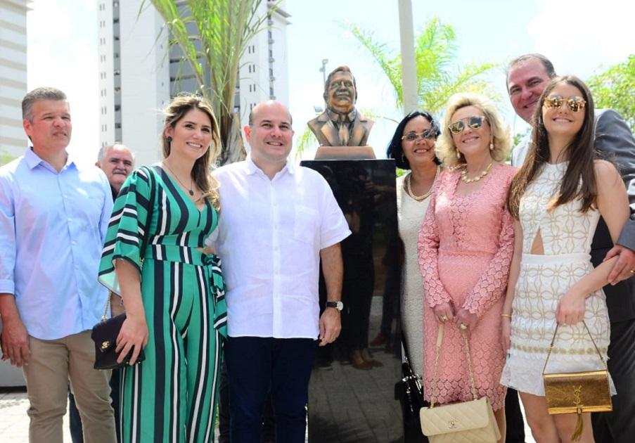 Roberto Cláudio entrega Praça Dr. Jório da Escóssia