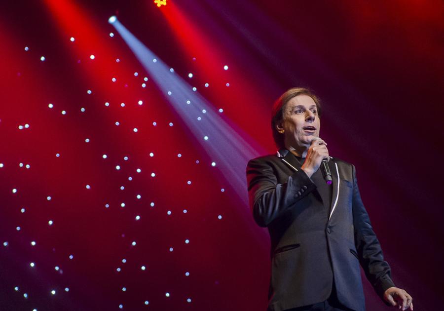 Tom Cavalcante apresenta espetáculo STOMDUP no Teatro RioMar Fortaleza; confira cobertura